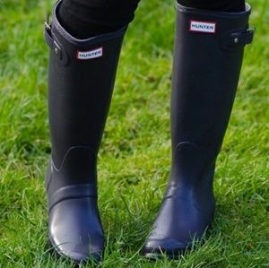 Hunter Tall Rain Boots 6 deep purple